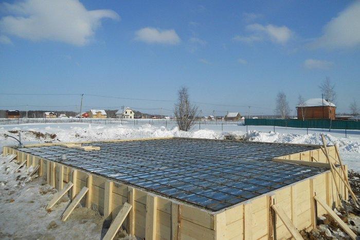 бетонный фундамент зимой