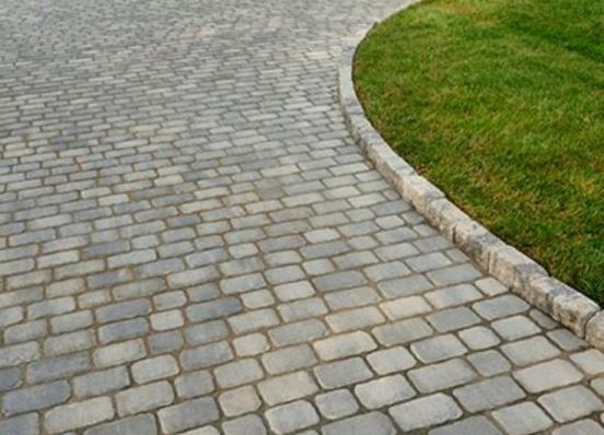 Как правильно установить тротуарный бордюр